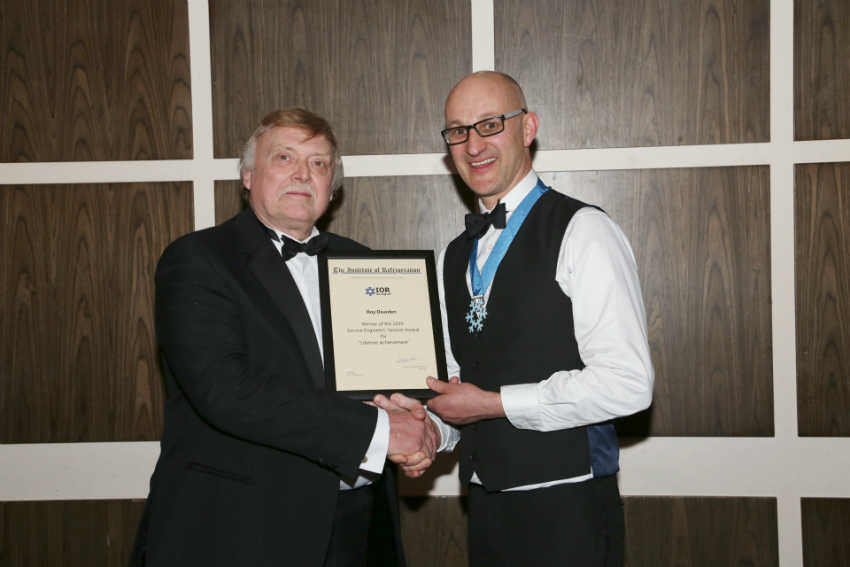 Roy Dearden with Graeme Maidment, Past President of the IoR