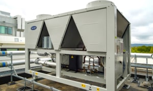 The chillers have variable-speed water pumps and condenser fans to precisely match cooling output to current load conditions to maximise energy performance