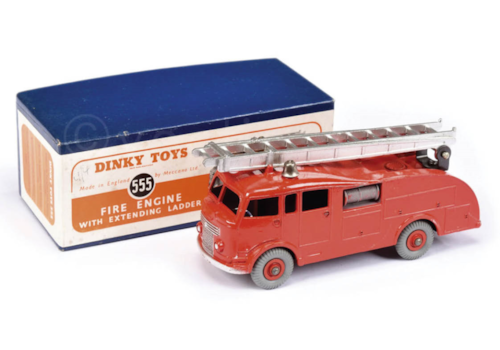 1.The-Fire-Engine-with-Extending-Ladder-(Commer)-was-released-in-1952-as-model-No.555.-25135.jpg