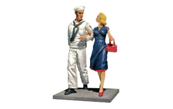 W-Britain-Jack-Tars-Leaternecks.-Shore-Leave---U.S.N.-Sailor-on-Liberty-with-Date,-1942-45-17033.jpg