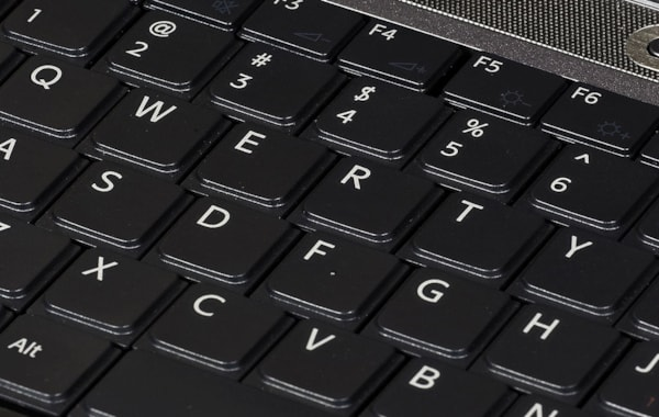 1024px-QWERTY_keyboard-72449.jpg