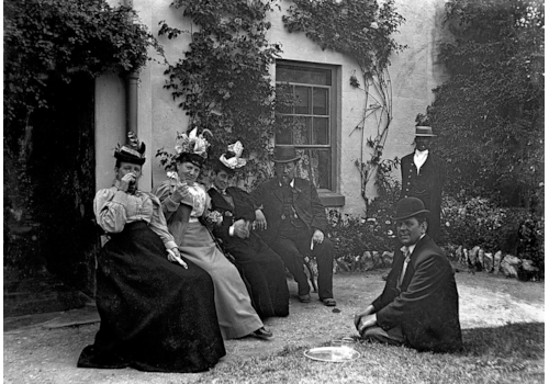 1280px-Family_group_photo,_South_Devon,_late_19th_century-17101.jpg