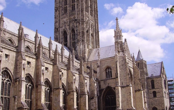 800px-Canterbury_Cathedral_02-35873.JPG