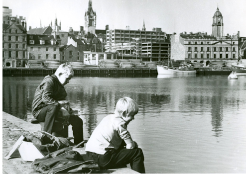 Boys-Fishing-at-Aberdeen-Harbour-39505.jpg