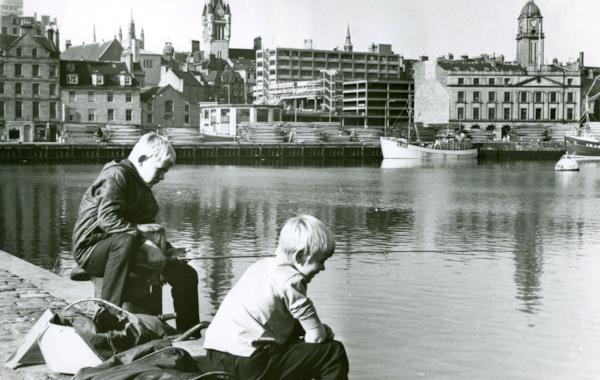 Boys-Fishing-at-Aberdeen-Harbour-39505.jpg