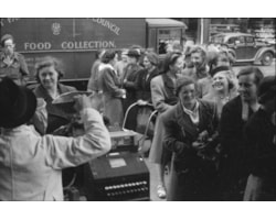 Britain_Queues_For_Food-_Rationing_and_Food_Shortages_in_Wartime,_London,_England,_UK,_1945_D24986-12359.jpg