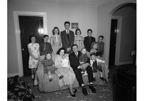 Catholic_Virginian,_family_group_(2899336590)-39743.jpg