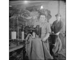 New_Sacks_For_Old-_Salvage_in_Wartime_Britain,_1943_D16868-60681.jpg
