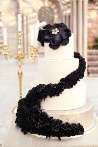 021-opulent-monochrome-wedding-inspiration-by-hellolovephotography