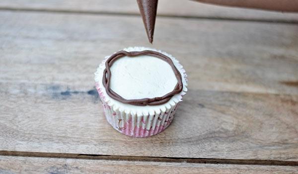 Buttercream bird cupcake step 1