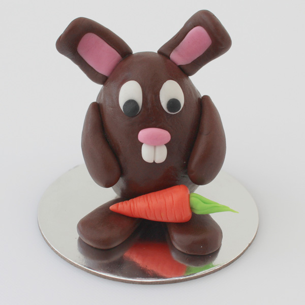 Sugarpaste bunny with carrot