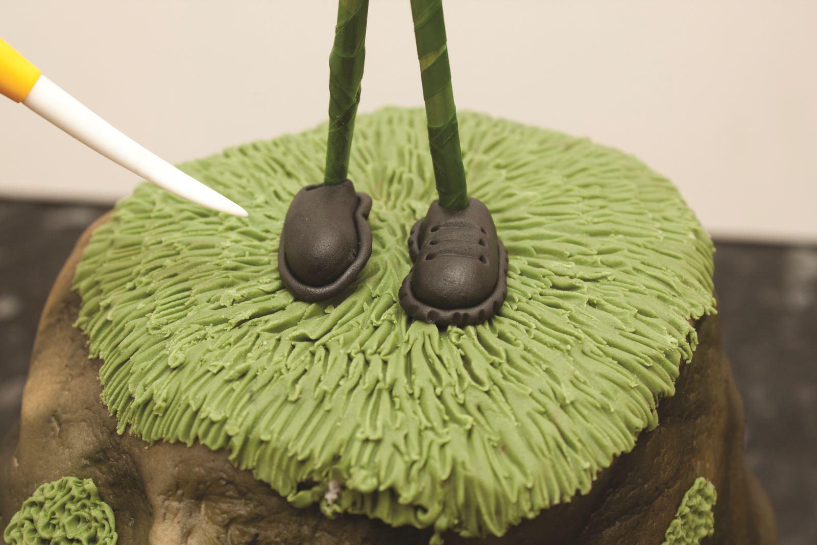 Zombie cake step 14