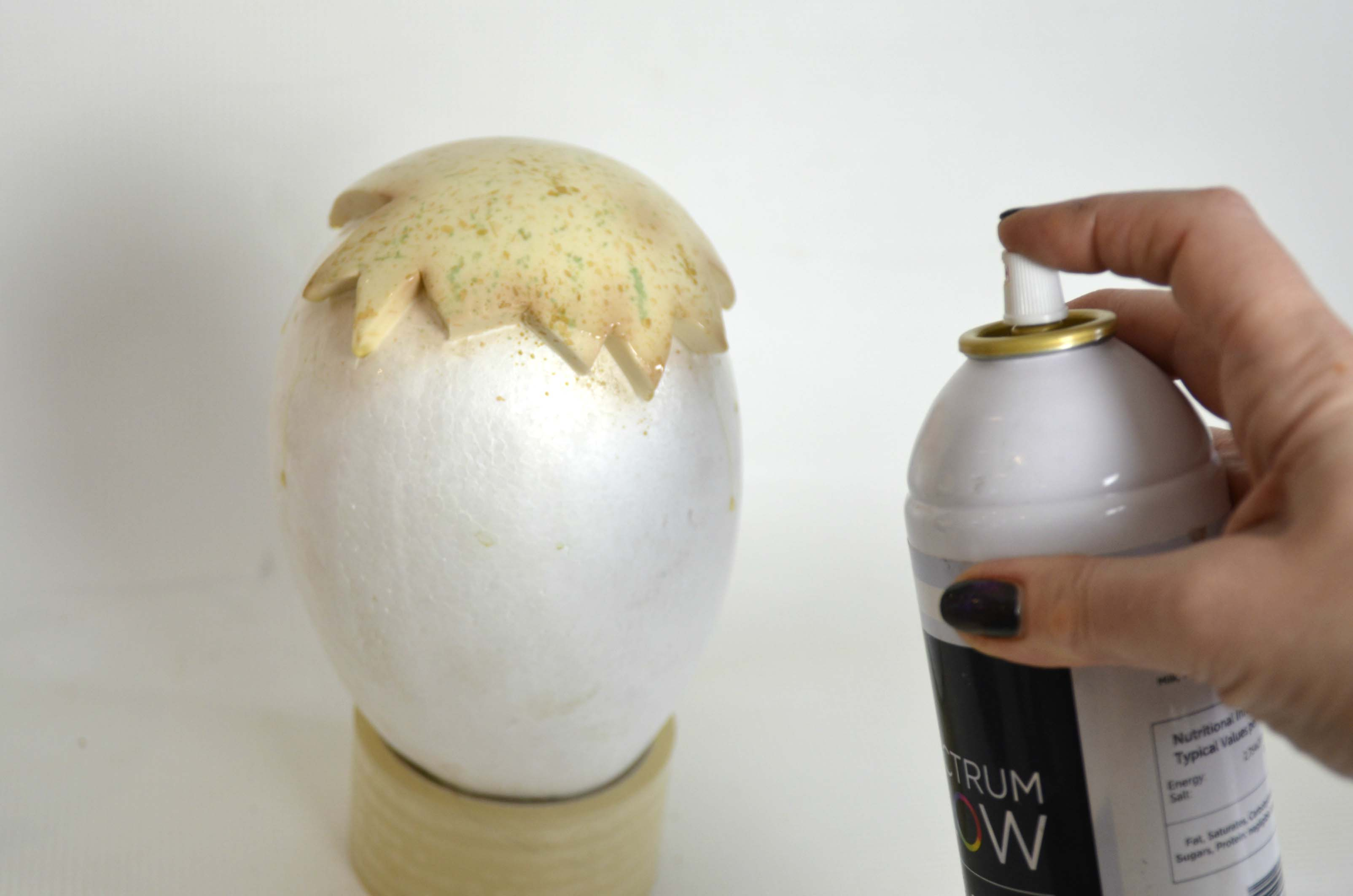 Spraying Shell and Shine on sugarpaste shell surface