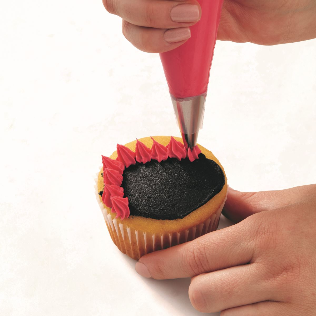 PINK ONE-EYED MONSTER CUPCAKE step 1