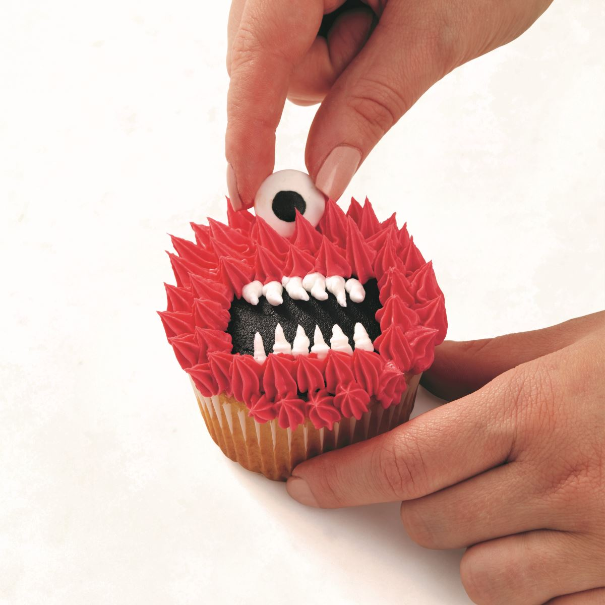 PINK ONE-EYED MONSTER CUPCAKE step 5