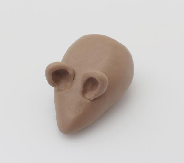 modelling a fondant hedgehog ears