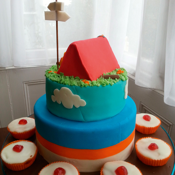 tiered-cake-with-tent-and-cupcakes