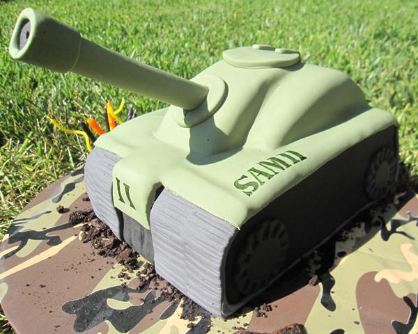 army-tank-cake