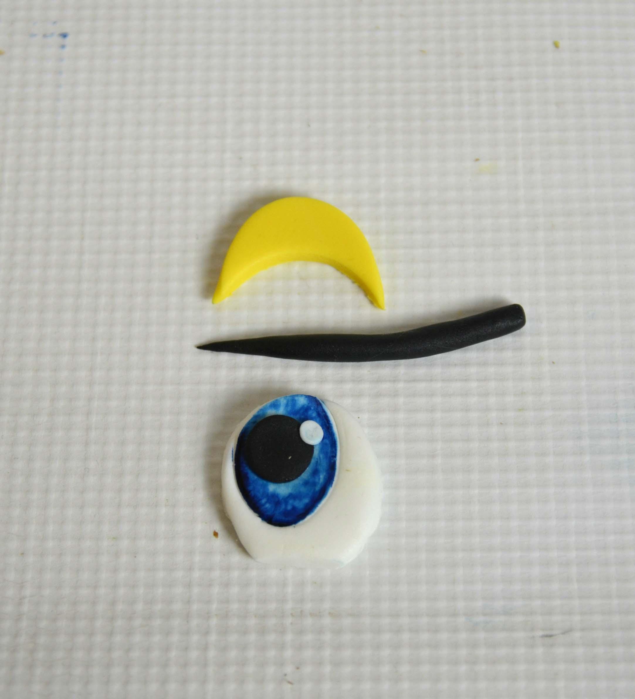 Easter chick eyes eyelashes and eyelids using yellow sugarpaste