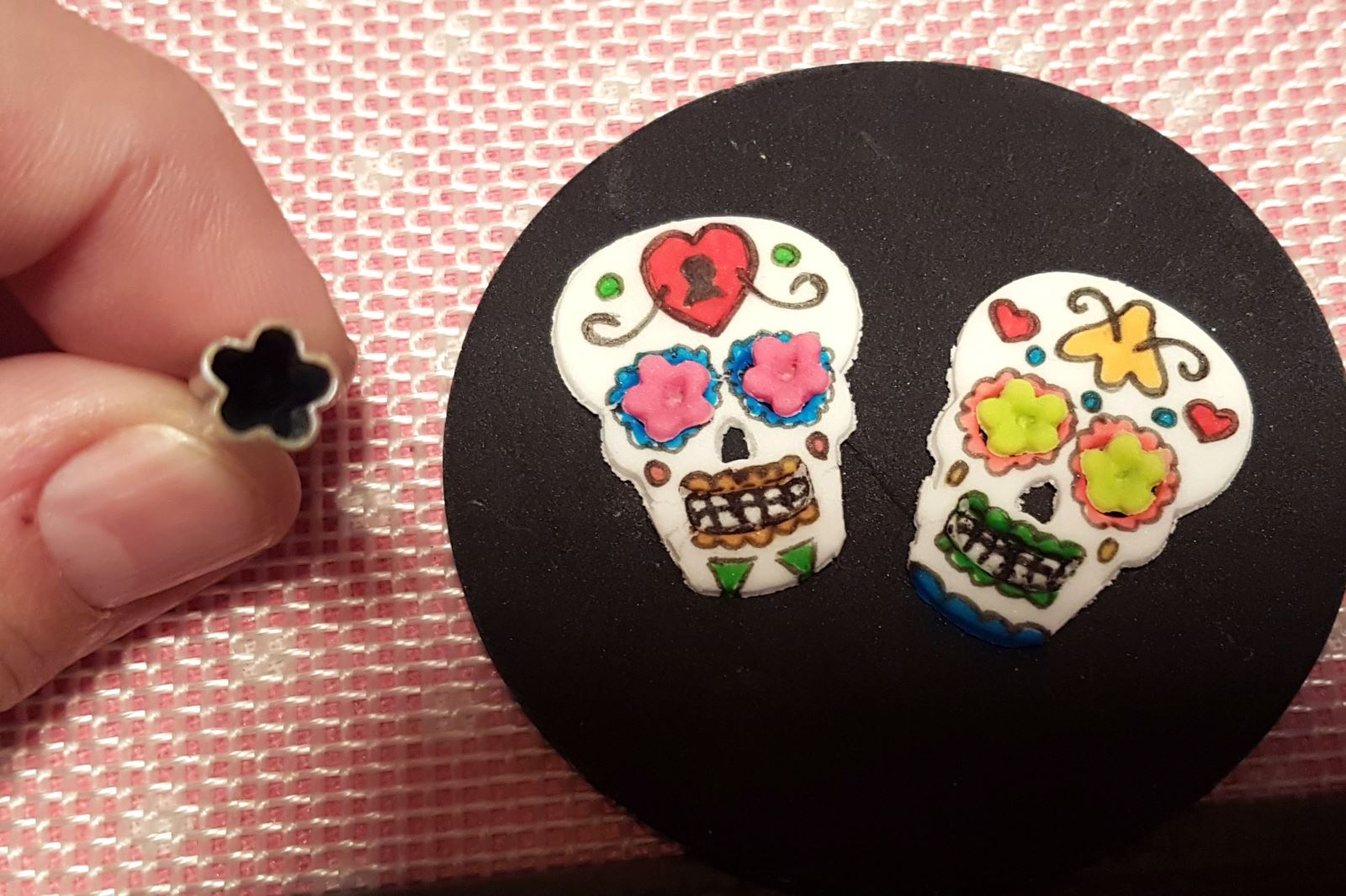 Day of the Dead Halloween Cupcakes step 26
