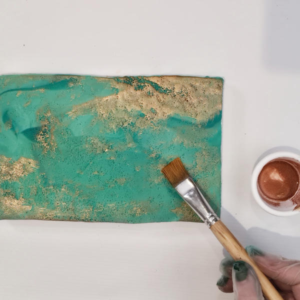 Adding a metallic top using lustre dusts