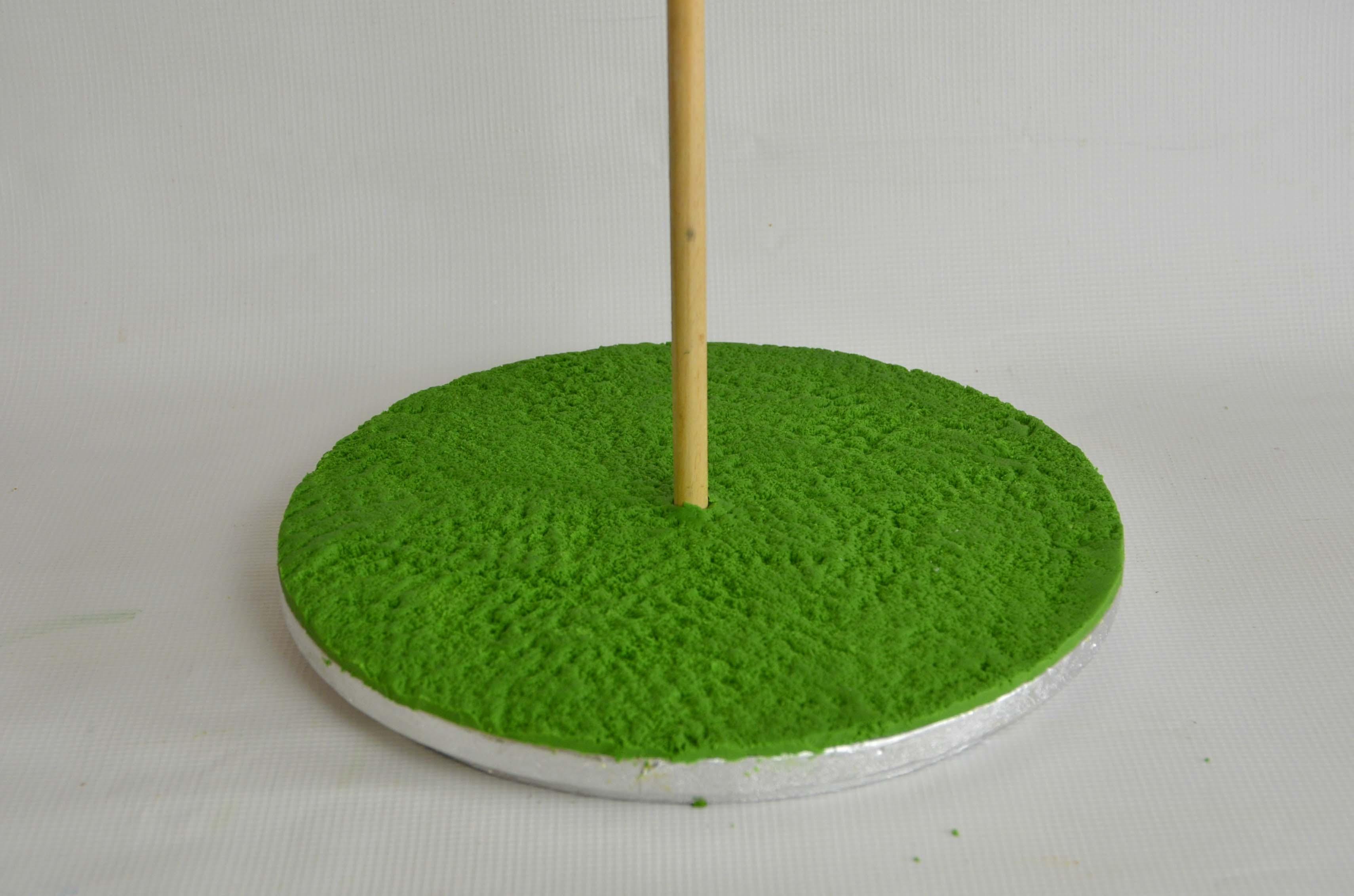 Brushed green sugarpaste