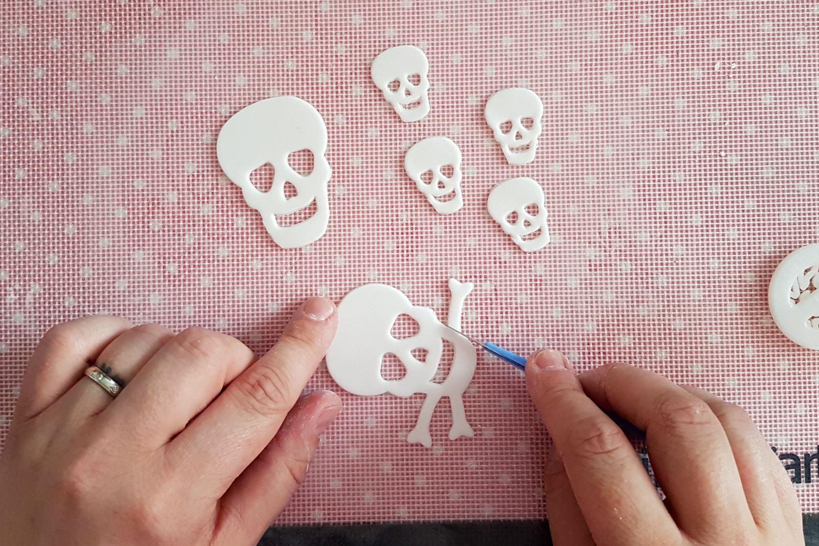 Sugar skull step 4