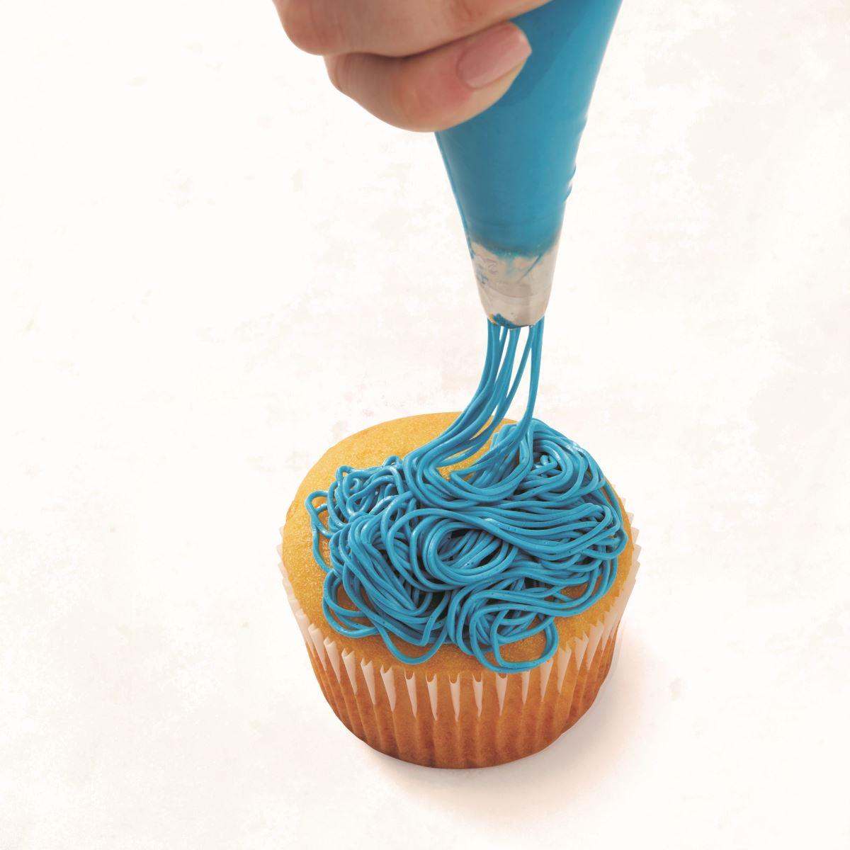 BLUE MULTI-EYED CUPCAKE step 1