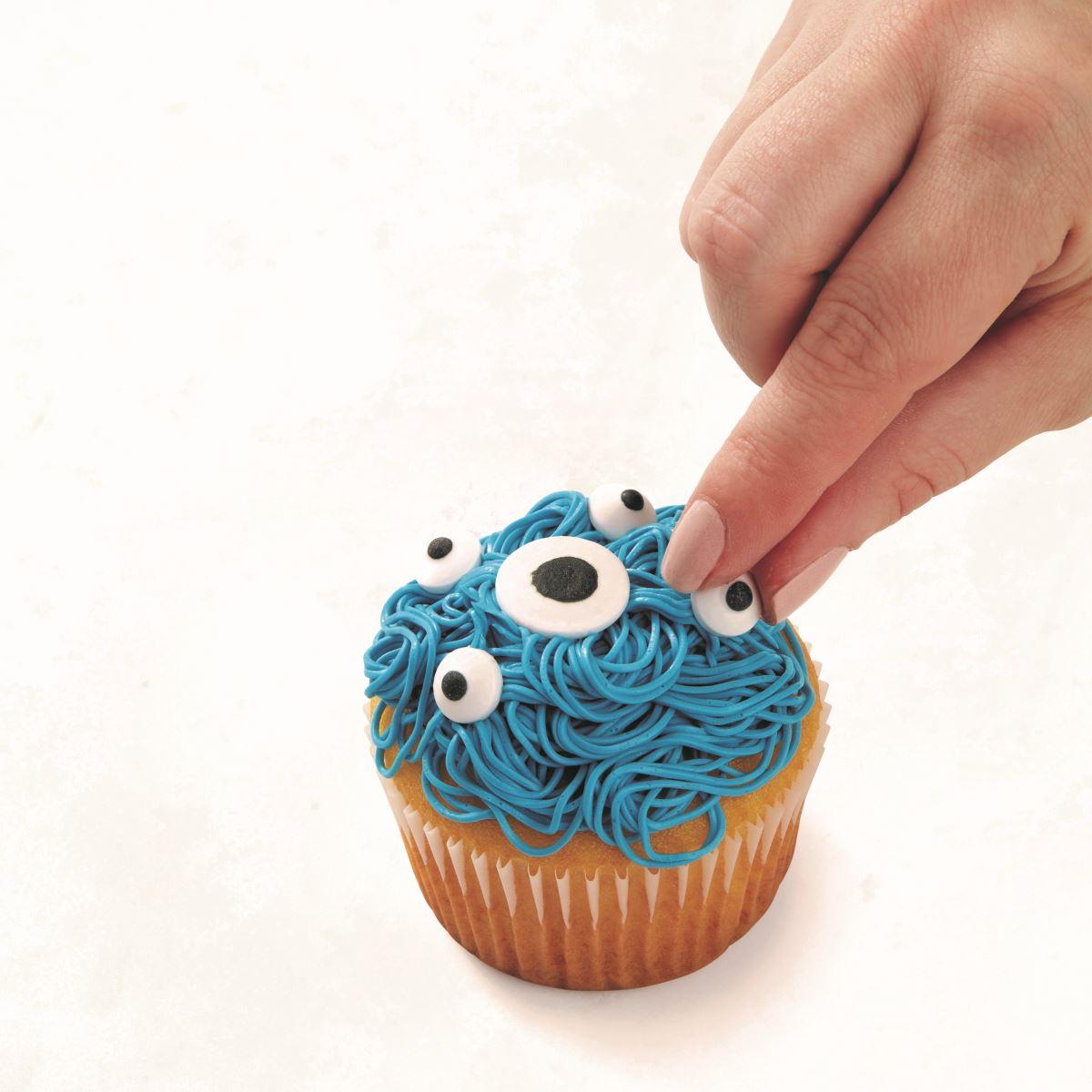 BLUE MULTI-EYED CUPCAKE step 2