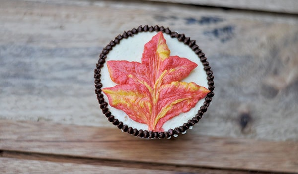 Buttercream autumn leaf step 4