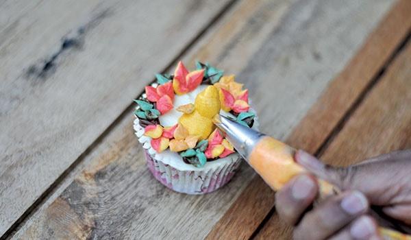 Buttercream bird cupcake step 5