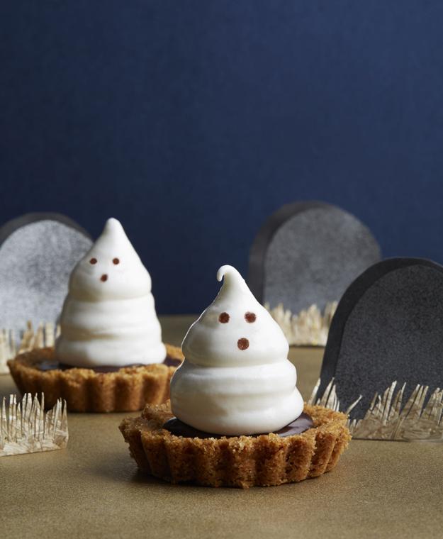54f4a6eb8b7b9_-_fall-treats-meringue-ghost-tartlets-1014