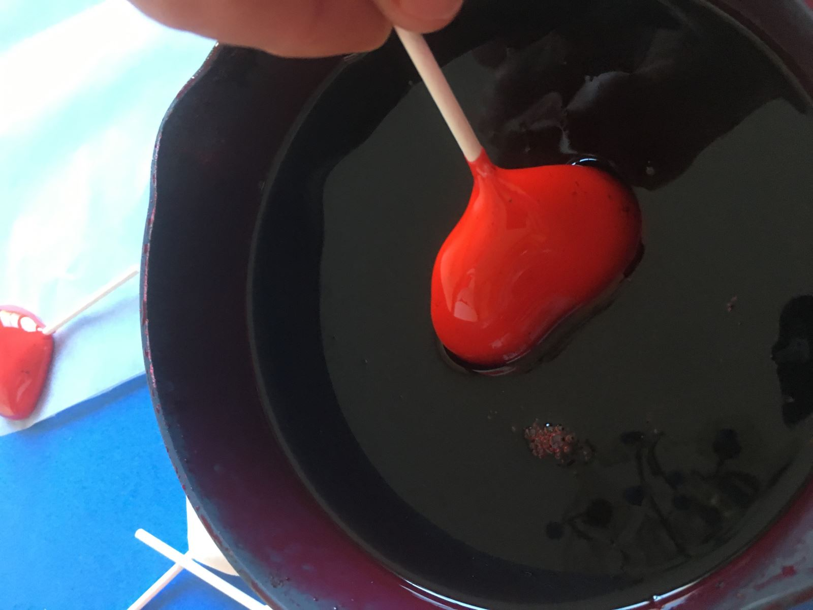 Allow to dry before dipping into the boiled isomalt sugar.