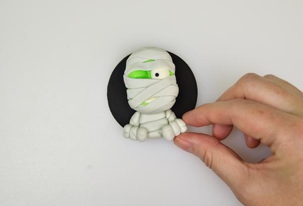 Mummy Halloween cupcake topper step 6