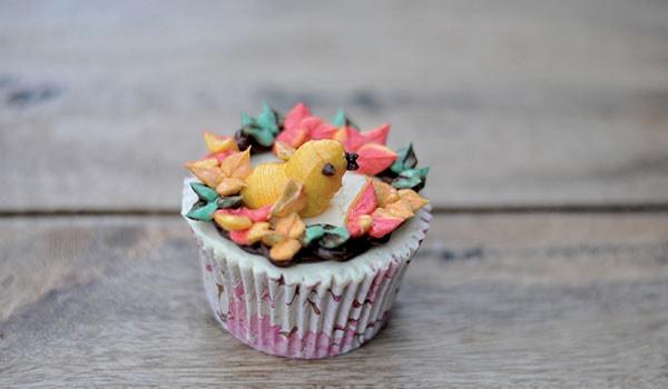 Buttercream bird cupcake step 6
