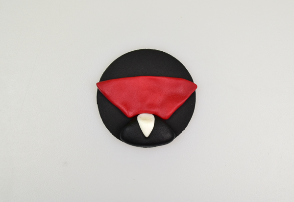 Vampire Halloween cupcake topper step 9