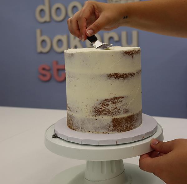 bauble drip cake 2