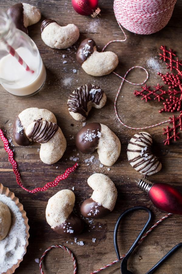Chocolate-Dipped-Vanilla-Bean-Cashew-Crescent-Cookies-11
