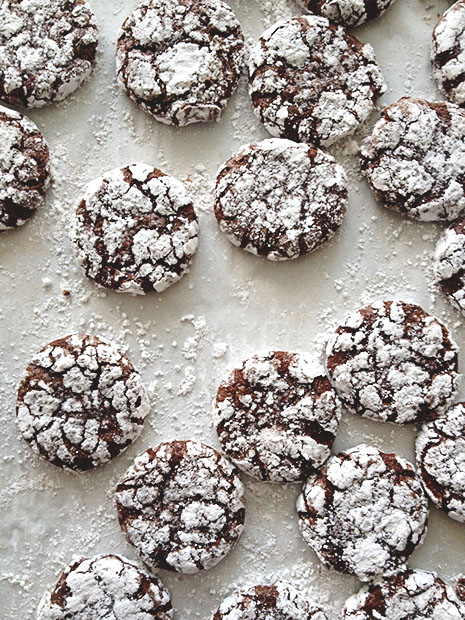 Peppermint-Crinkle-Cookies-from-BakersRoyale1