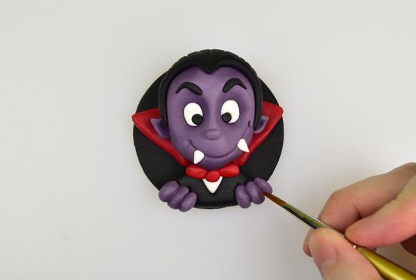 Vampire Halloween cupcake topper step 10