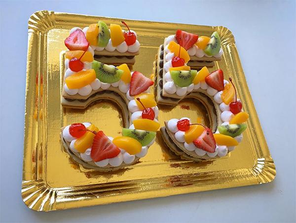 Biscuit number cake