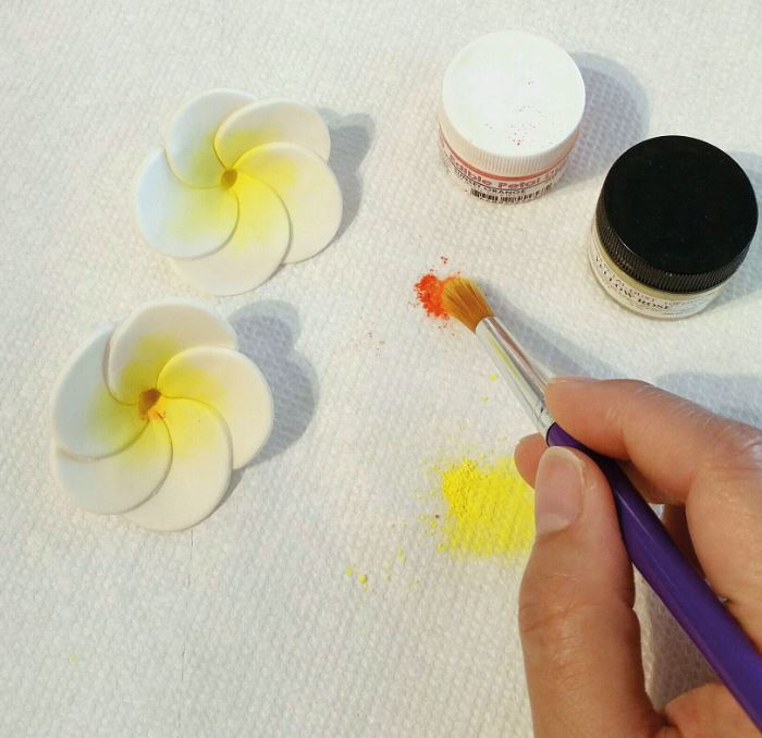 Sugarpaste Blossoms step 6