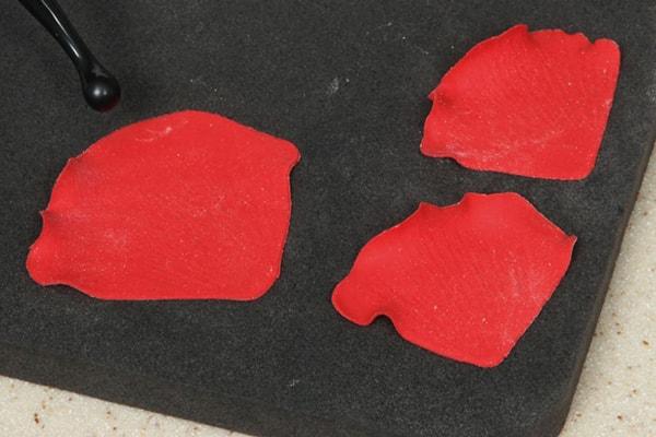 Sugarpaste poppies step 12