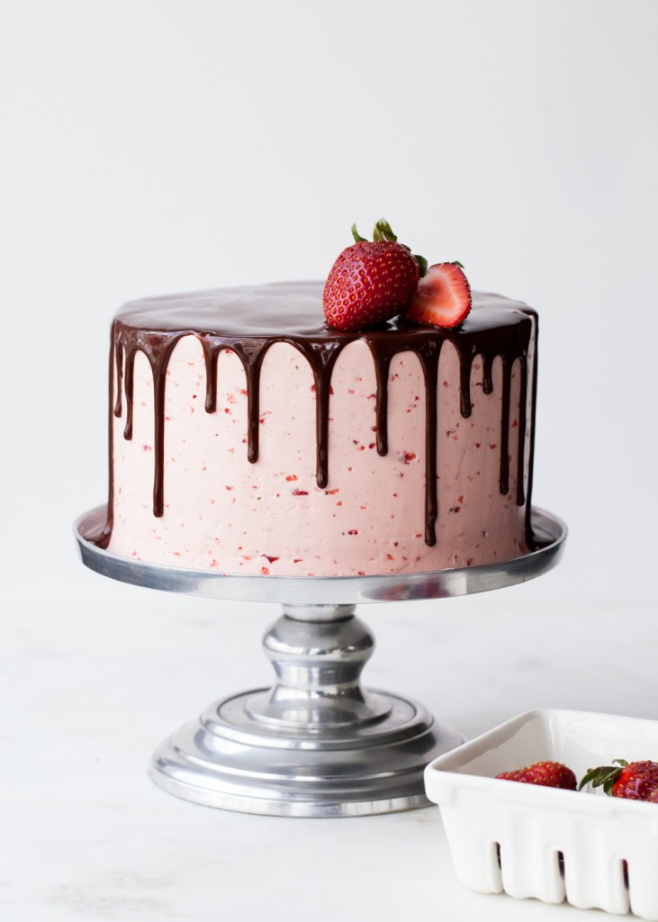 Chocolate-Dipped+Strawberry+Cake