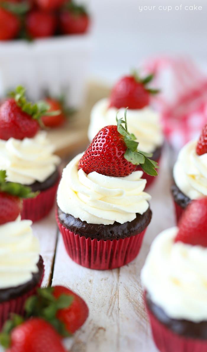 Chocolate-Strawberry-Cheesecake-Cupcakes-