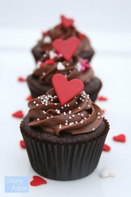Chocolate-heart-cupcakes-e1343274209976
