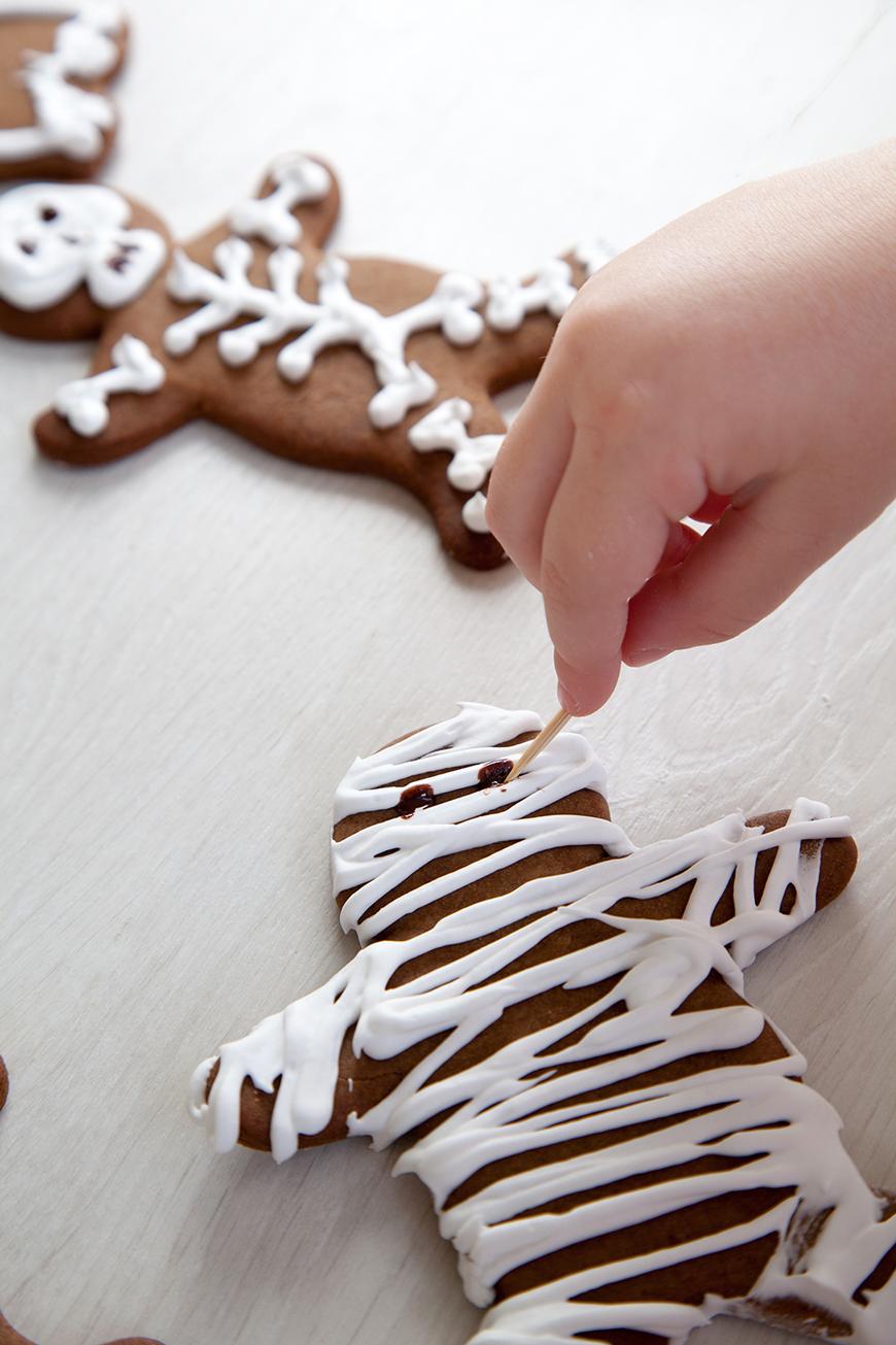 Halloween gingerbread cookies instruction 11