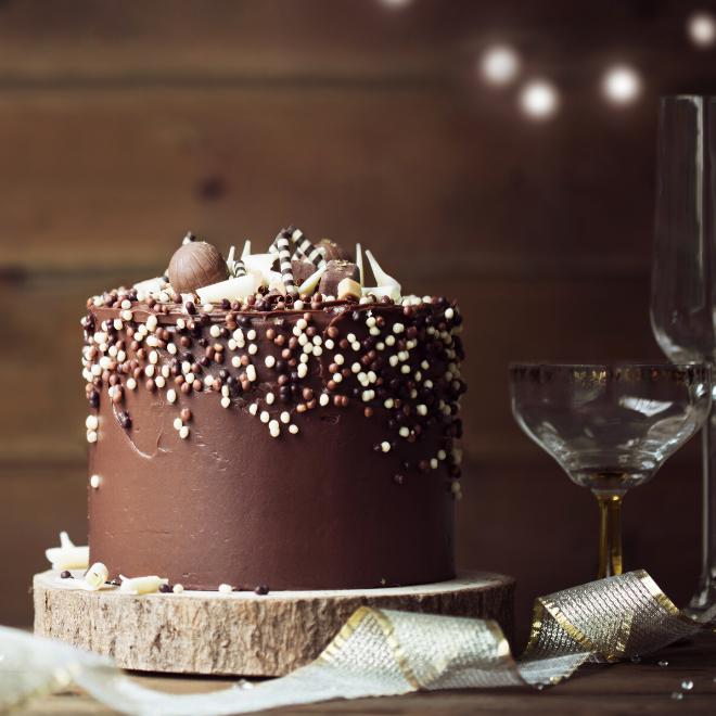 How to ganache a cake