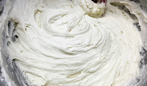White buttercream ready to use