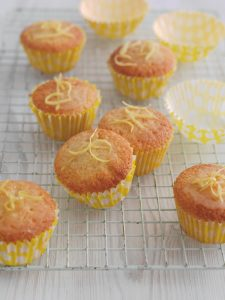 Lemon drizzle cupcakes, picnic recipes